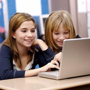 girls w laptop